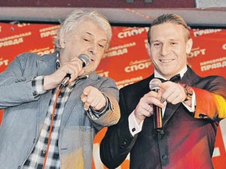 Вячеслав Добрынин и Андрей Воронин спели дуэтом про «Динамо».