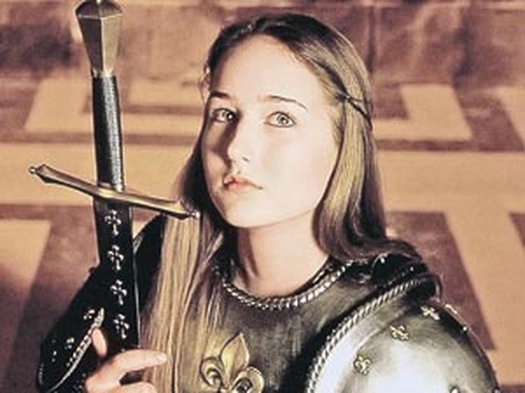 Лили Собески в фильме «Жанна д'Арк» (1999 год). Редкий случай, когда Жанну в современном фильме сыграла ее ровесница - Лили на момент премьеры было 16.