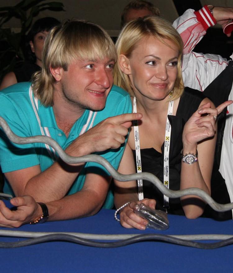Евгений Плющенко посвящает жене все свои победы и олимпийские медали.
