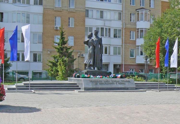 Памятник школьникам, не вернувшимся с войны.