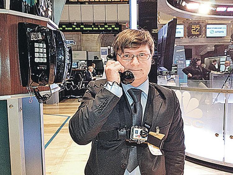 И тут мне позвонили: все продавай! На самом деле эти телефоны на бирже - раритетные штучки. Они не работают и лишь напоминают времена, когда не было сотовых и Интернета.
