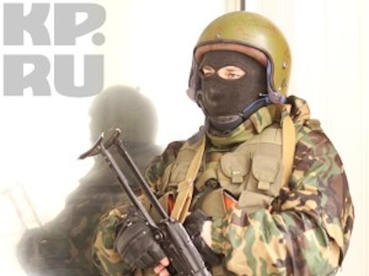 Сотрудники ФСБ нагрянули в Толоконникову с обысками вместе со спецназом