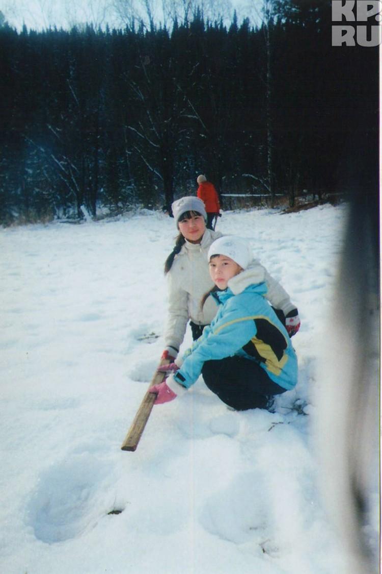 """Цепочку следов """"таштагольского йети"""" - ровную, по прямой - в начале ноября 2011 года нашла на снегу семья Кунгушевых."""