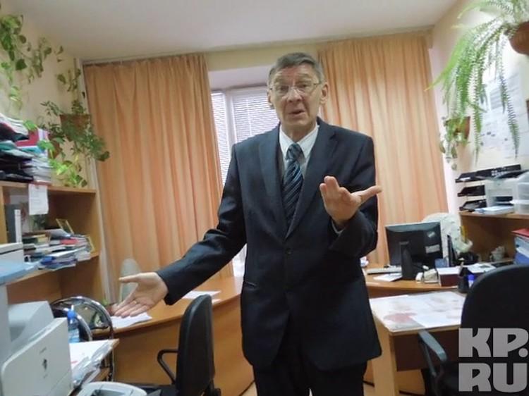 """Профессор Александр Поляков, изучив фото, заявил, что у """"юргинского йети"""" - колени вывернуты внутрь, как у горилл."""