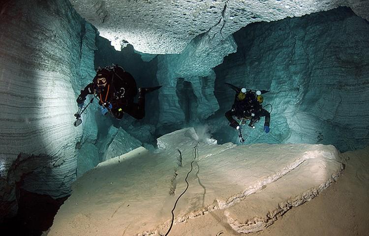 Часть Ордынской пещеры заполнена невероятно чистой водой