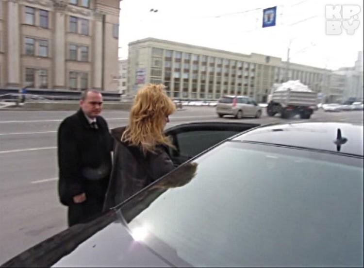 Передвигалась по городу Алла Борисовна на черном «мерседесе», без охраны. На этой же машине Примадонна и заезжала на территорию закрытого клуба.