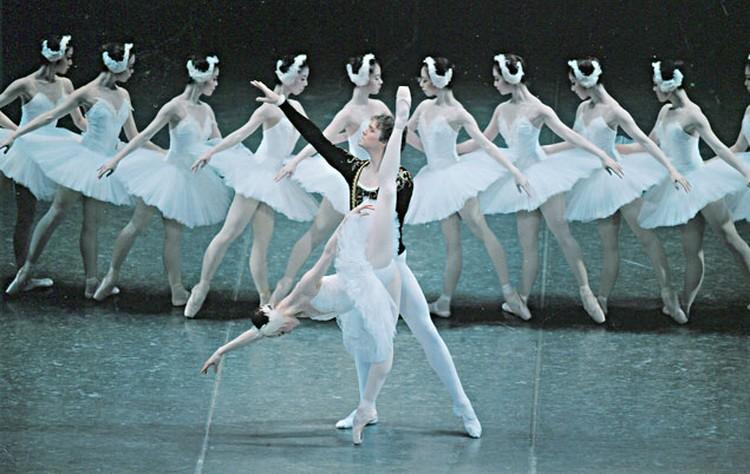 Народный артист Беларуси Валентин Елизарьев поставил в главном театре Токио балет «Лебединое озеро» [фото]