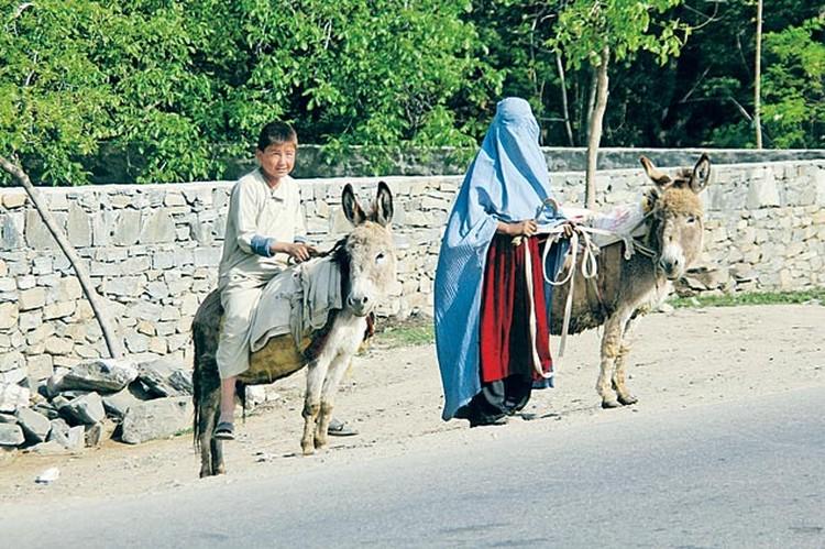 Цивилизация почти не коснулась афганских провинций - здесь по-прежнему традиционный уклад жизни.