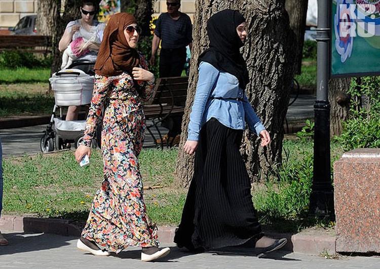 Хиджабы и другие религиозные жетали одежды оказались под запретом.