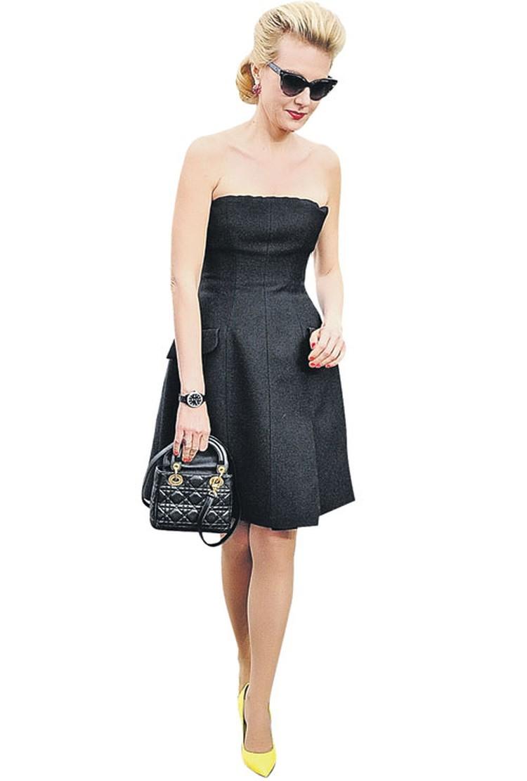 Рената Литвинова выбрала классику от Dior - маленькое черное платье...