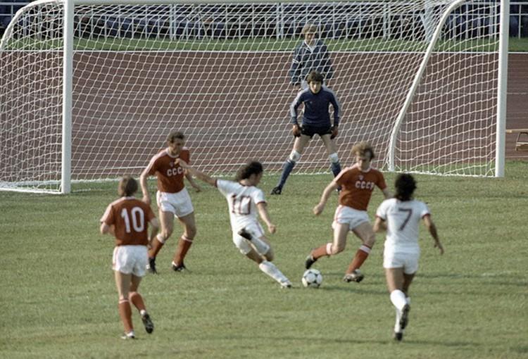 1 августа 1980 года. Футболисты сборной СССР во время матча на XXII Олимпийских играх.
