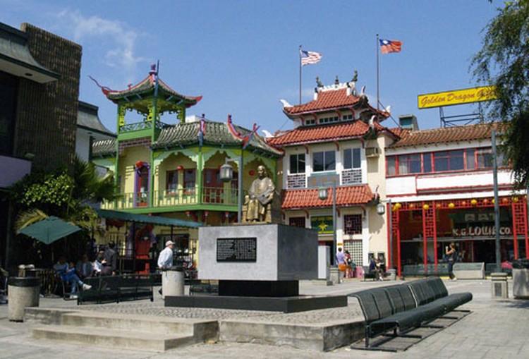 В Чайнатаун вас ждлет шопинг и праздник живота.