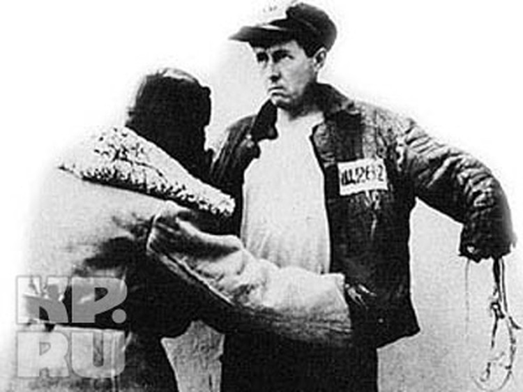 9 февраля 1945 года Александра Исаевича арестовали в Восточной Пруссии: в переписке со школьным другом нашлись критические высказывания о Сталине