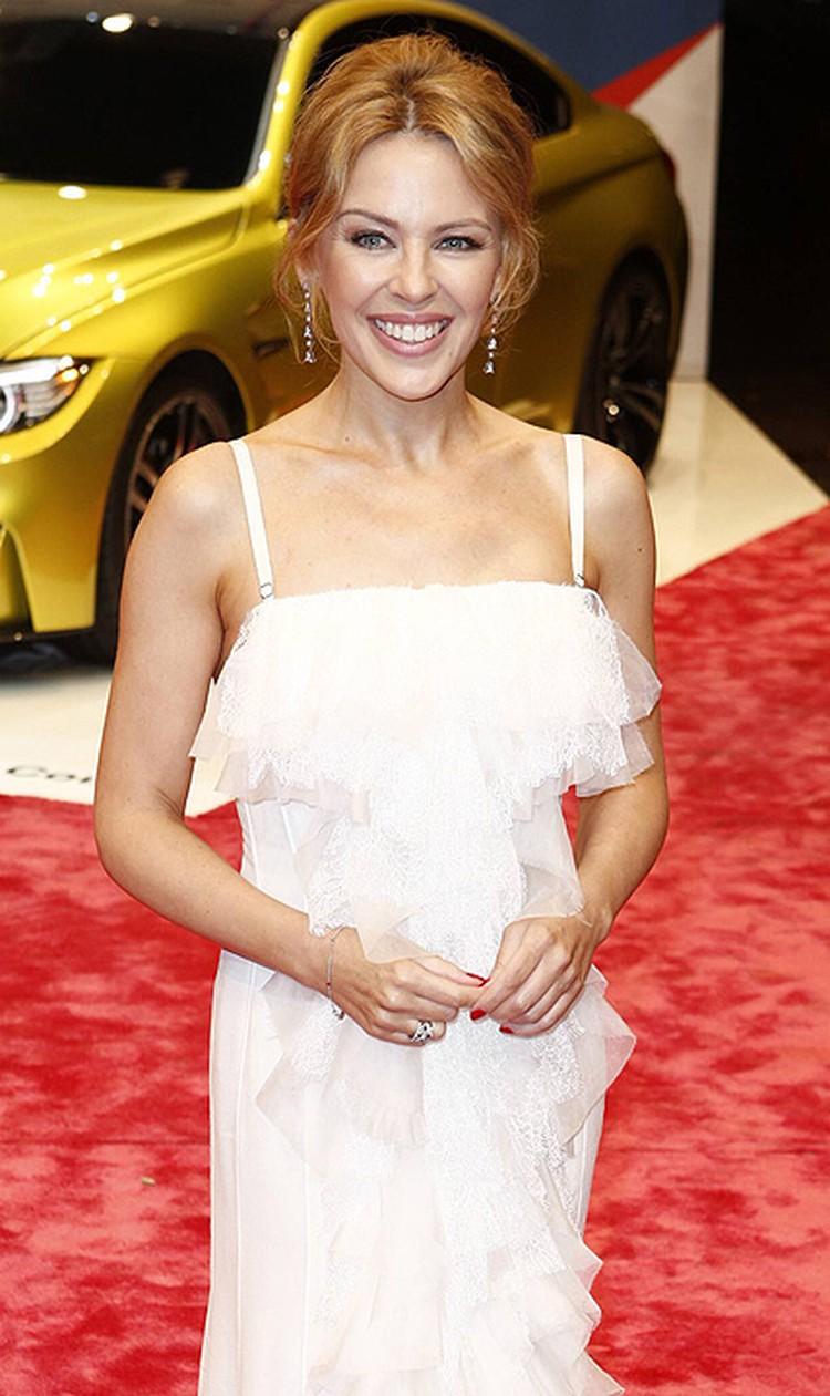 Австралийская певица узнала о том, что у нее рак, в 2005 году