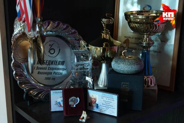 Из квартиры мамы Оксаны Слесаренко можно делать настоящий музей из многочисленных наград ее дочери