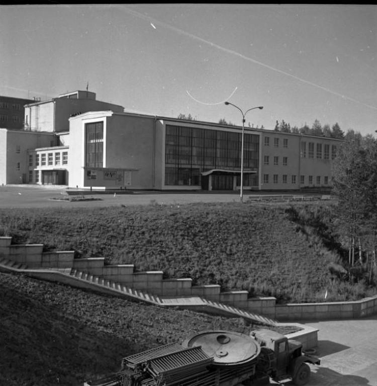 """Дивногорский ДК """"Энергетик"""" в сентябре 1970 года. Фото предоставлено Игорем Фёдоровым"""
