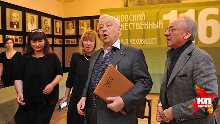 Олег Павлович, например, пришел на церемонию с репетиции спектакля