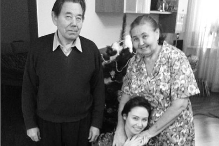 Султангарей и Зубаржат Кираевы души не чают во внучке. Фото:личный архив
