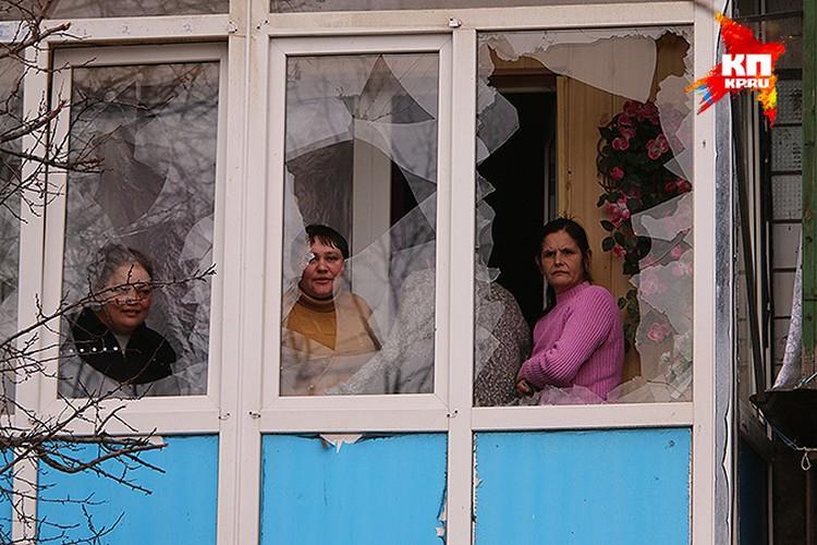 Микрорайон «Строитель» с августа не дает покоя украинской артиллерии. Здесь все многоэтажные дома с попаданиями. С десятками попаданий...