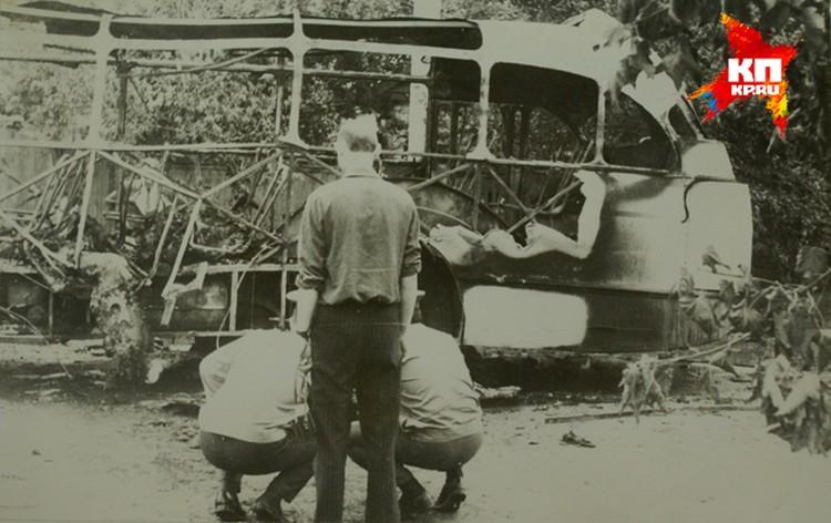То, что ЧП являлось терактом, кагэбэшники поняли, когда обнаружили разбросанные по окрестностям детали адского механизма. Фото: материалы уголовного дела