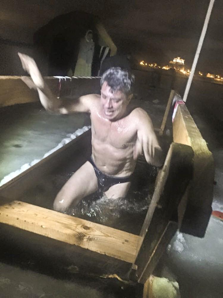 Борис Немцов окунулся в иордань. Фото: соцсети.