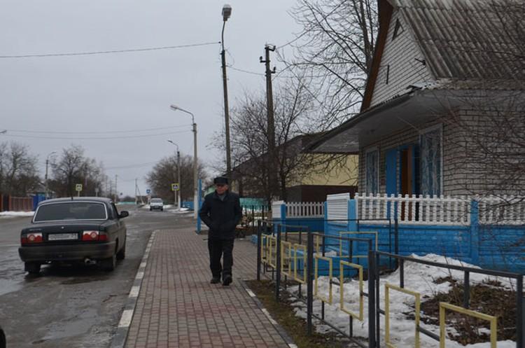 По словам украинских пограничников, жители белгородской Журавлевки пока могут ездить к родственникам в Харьковскую области по внутренним паспортам.