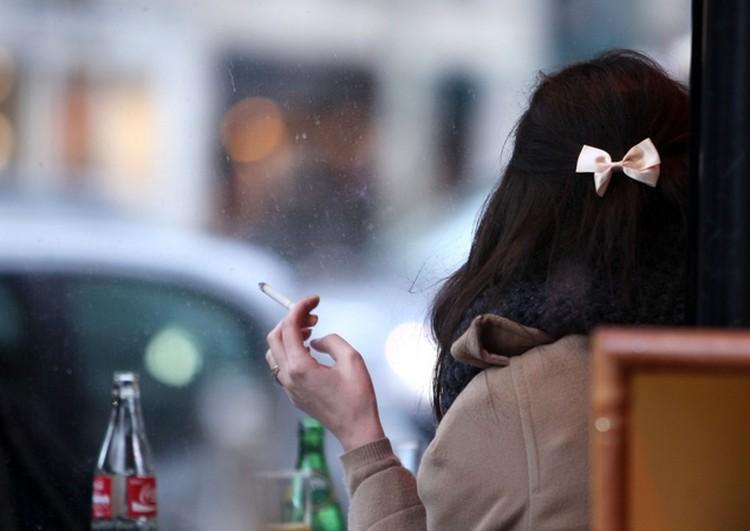 Курильщик переводит свой мозг на «ручное управление», самостоятельно включая ощущение счастья