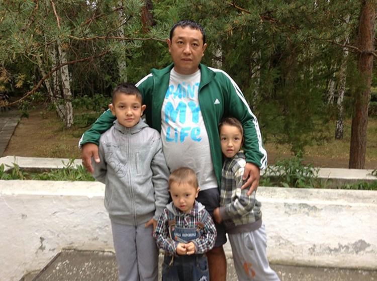 Семья 34-летнего Эдиля Ногойбаева требует справедливого расследования дела и наказания для виновных. Фото из семейного архива.