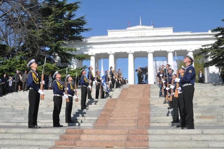 Моряки Черноморского флота - оплот Севастополя