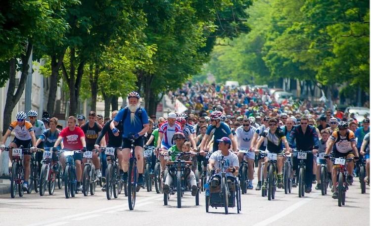 Андерс на своем уницикле был звездой велопробега. Фото: Управления по делам молодежи и спорта Севастополя