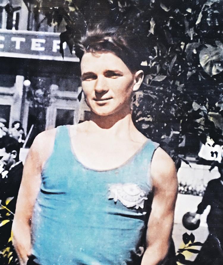 Это фото сделано в 1947 году. Володе Куцу еще нет и 20 лет, а он уже прошел и плен, и бои с фашистами в составе советских войск и армии союзников. Фото: Личный архив Владимира Терентьевича Куца