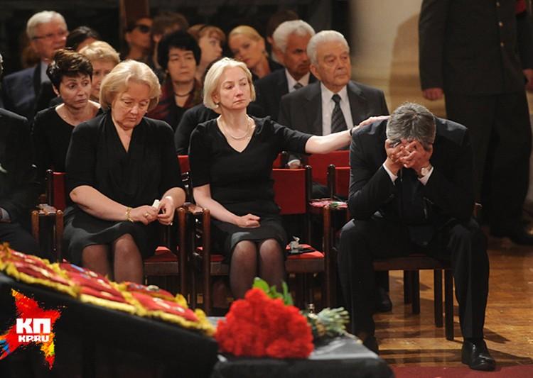 В понедельник рано утром в Колонном зале Дома союзов началось прощание с Евгением Примаковым