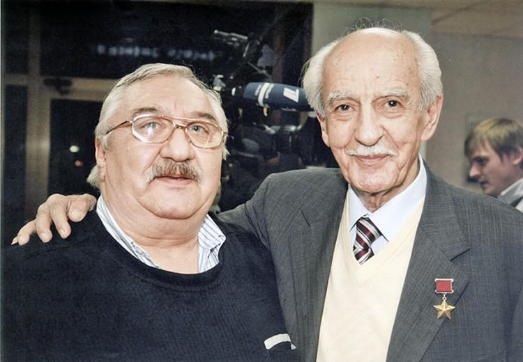 Игорь Атаманенко (слева) с разведчиком Геворком Вартаняном, отец которого едва не стал секретарем Стамбульского горкома ВКП(б). Фото: личный архив.