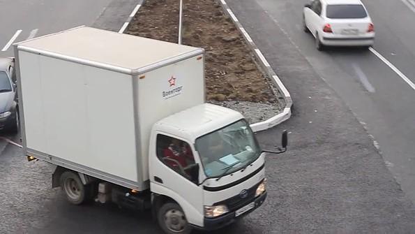 20bd019b279b Автобсы не вписываются в новый разворот на Надибаидзе