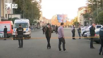 Вертолет и спецтехника прибыли к банку в Зугдиди, где вооруженный мужчина удерживает заложников