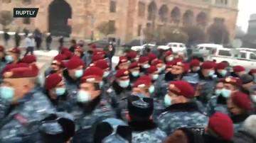 В Ереване несколько тысяч человек вышли к зданию прокуратуры требовать отставки Пашиняна