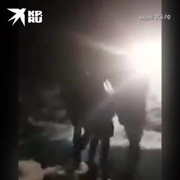Момент задержания сотрудниками ФСБ Джумаева, который устроил драку с сотрудниками Росгвардии 23 января