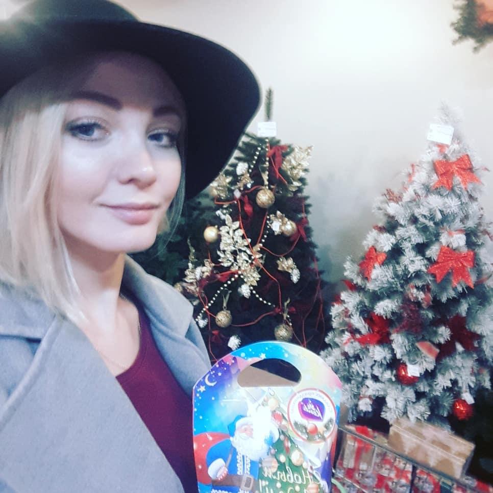 Мы с красавицей @alxmel Алёной Хмельницкой отправили !!! 260 кг !!! тёплых вещей и подарков детям, пострадавшим от паводка в Иркутской области. Сейчас тёплые пуховики, куртки, обувь, новогодние подарки и много других тёплых вещей уже едут в самый эпицентр наводнения - в Тайшетский район в село Заречное и деревню Троицк!!!! Это стало возможно только благодаря Вам, мои прекрасные добрые сердечные люди Спасибо, что переводили денежки!!! Спасибо за ваше беспокойство, трепет, неравнодушие и милосердие!!!! Спасибо всем кто отправлял тёплые вещи по почте на адрес 665032 в Иркутскую область Тайшетский район село Заречное ул.Ленина дом 79 на имя Кирпиченко Николая Геннадьевича !!!! Они обязательно дойдут до пострадавших А те кто не успел могут отправить тёплые посылки добра уже сегодня, всё пригодится Отдельное спасибо нашим киноколлегам за Новогодние открытки с добрыми пожеланиями - очень тронуты