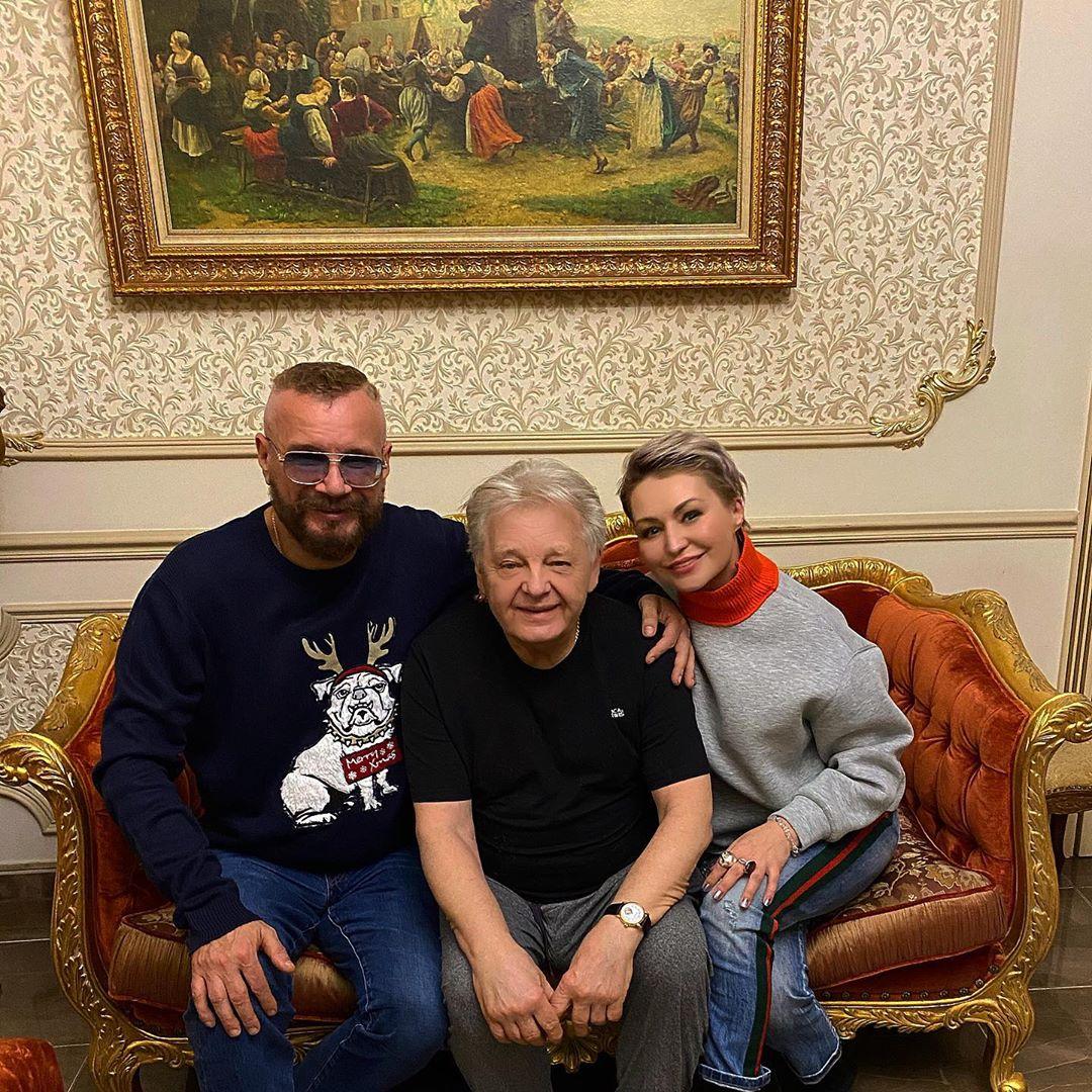 Легендарный, лучший для меня автор и исполнитель Юрий Антонов!