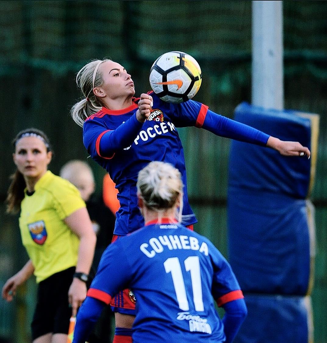 Футбол для Ксении пока на первом месте в жизни