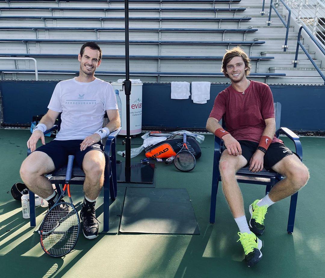Энди Маррей (слева) и Андрей Рублев на прошлой неделе тренировались вместе.