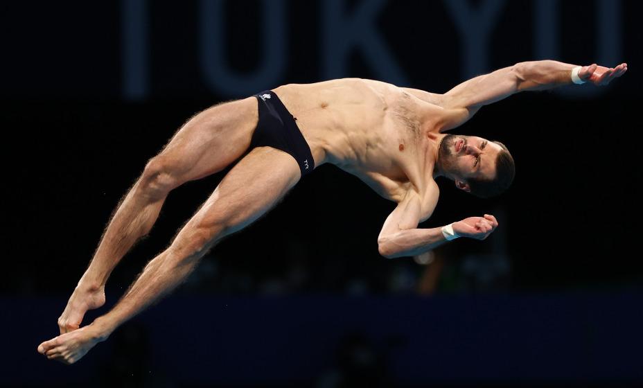 Александр Бондарь вышел в финал Игр-2020 в прыжках в воду с вышки с третьим результатом. Фото: Reuters