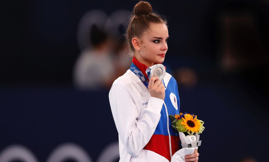 Российская гимнастка Дина Аверина завоевала серебряную медаль Олимпийских игр в Токио. Фото: Reuters