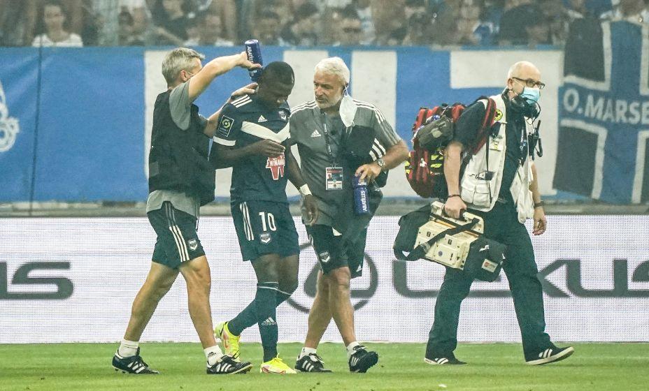 Игрок Самюэль Калу во время матча чемпионата Франции потерял сознание. К счастью, все завершилось хорошо. Фото: Global Look Press