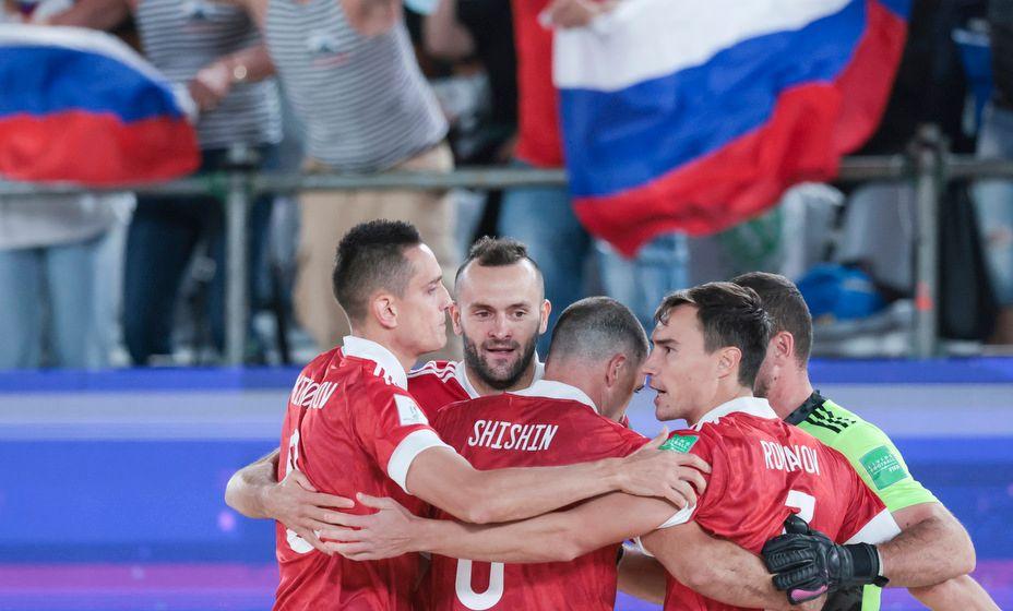 Сборная России по пляжному футболу не без приключений стала победителем ЧМ-2021