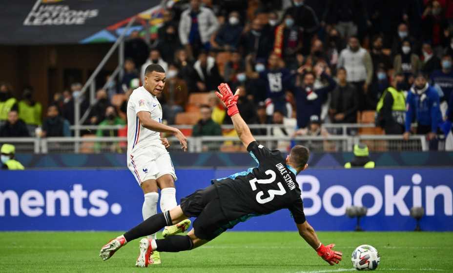 Килиан Мбаппе забивает в ворота Испании тот самый мяч, который принес Франции победу в Лиге наций. Фото: Global Look Press